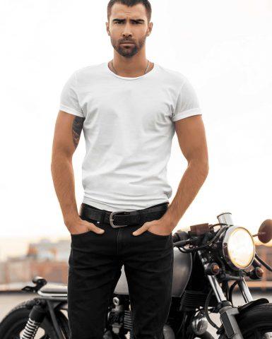 MadtisBasic white tshirt model-min